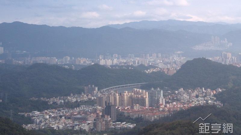 台北市屋齡逾40年老宅逾1/4 ,花100年也改建不完。(鉅亨網記者張欽發攝)