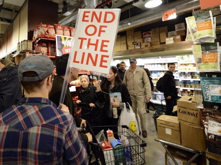 全食超市客群與亞馬遜重疊。  (圖:AFP)