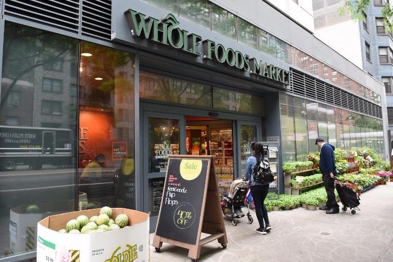 全食超市的456家門店,讓亞馬遜的物流成本大為降低。  (圖:AFP)