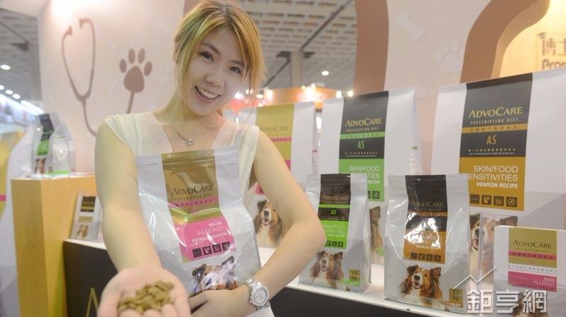 福壽今天發表寵物機能食品並跨入零食版圖。(鉅亨網記者張欽發攝)
