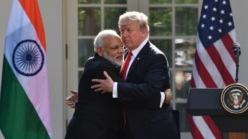 印度總理莫迪(左)與美國總統川普(右)。(圖片來源:AFP)