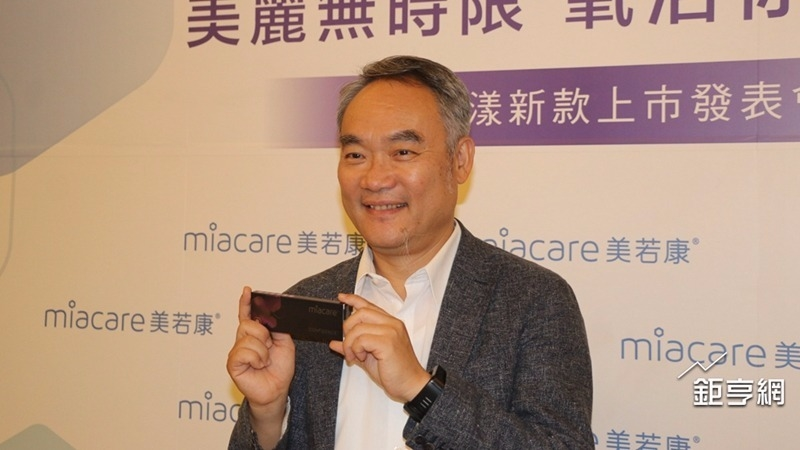 明基材董事長暨總經理陳建志對第3季審慎樂觀。(鉅亨網記者楊伶雯攝)