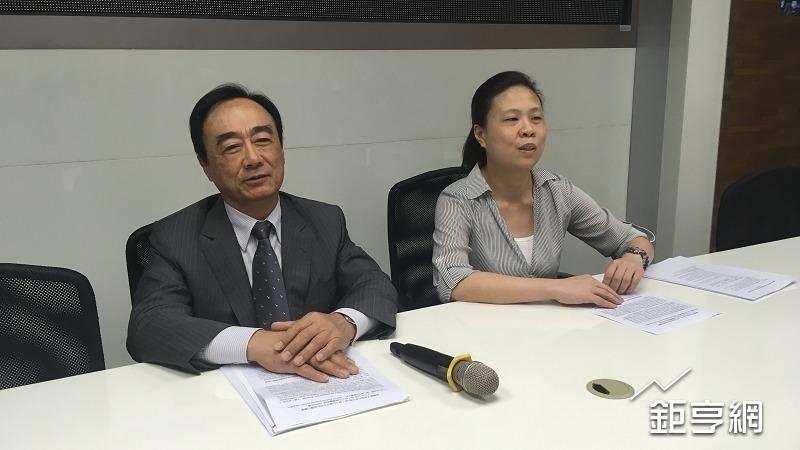振樺電總經理陳茂強(左)與財務長楊素美(右)。(鉅亨網記者蔡宗憲攝)