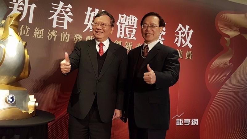 中華電董事長鄭優(左)堅持MOD改革,右為總經理謝繼茂。(資料照,鉅亨網記者楊伶雯攝)