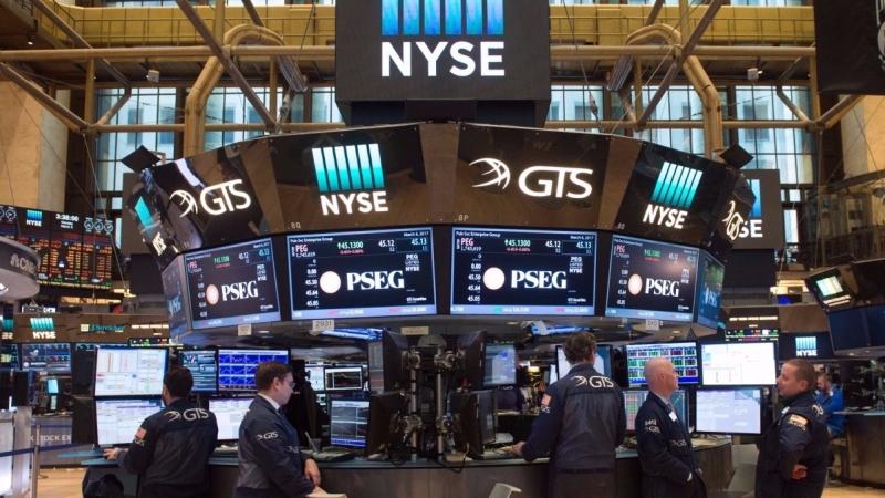 美股前景仍正面,但建議投資人可以將部分資金移轉到波動相對低的高股息股票市場。(圖/AFP)