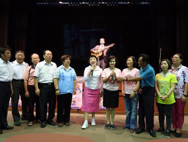聲樂家簡文秀(中)將在「羅東藝穗節」公益演唱。(圖:億光提供)