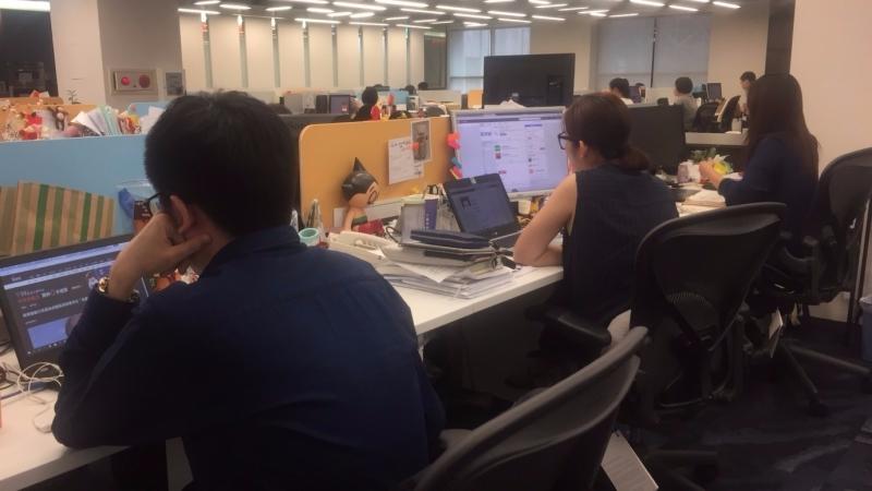 根據 1111 人力銀行調查,超過 9 成 5 的上班族覺得薪水不夠用。(鉅亨網資料照)