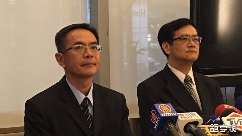 宅配通總經理徐慶懿(左)出面說明貨件延遲狀況。(鉅亨網記者王莞甯攝)