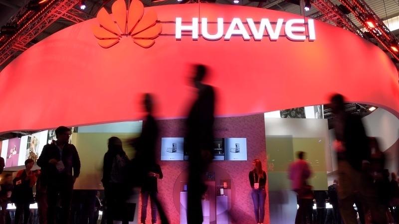 華為手機銷售成績亮眼,第三季可望擠下蘋果站上全球手機第二大廠。(圖:AFP)
