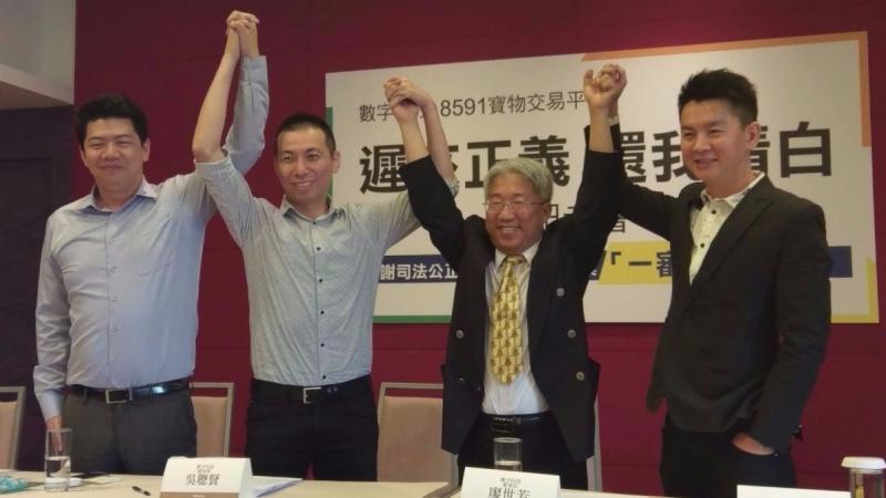 數字科技Q2獲利寫新猷,右二為董事長廖世芳、右一為總經理吳聰賢。(鉅亨網記者宋宜芳攝)