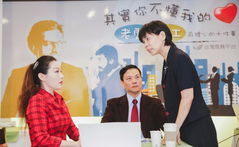 台灣商務平台透過行動劇點出僱佣間的職場衝突,張力十足。(圖/記者林榮芳攝)