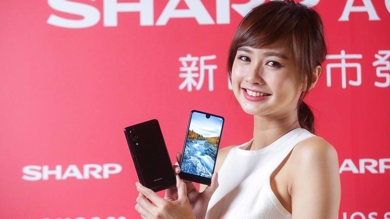 鴻海當靠山 夏普全螢幕手機登台 攜台灣大攻高階機市場