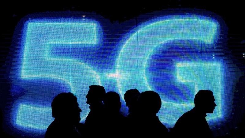 2019年將成為中國的5G商用元年,在國家政策撐腰,雄安建設、中國聯通混改下,5G概念股成市場關注題材。(圖:AFP)
