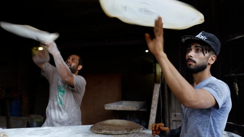 勞工做披薩 / 圖片來源:afp