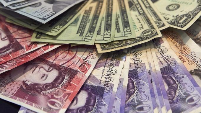 圖:AFP  美元守住漲幅 英鎊下跌