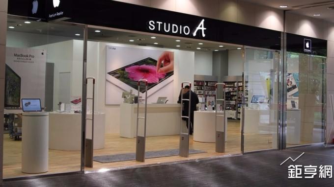 STUDIO A開放預約iPhone 8系列,2小時已破千支。(鉅亨網記者李宜儒攝)