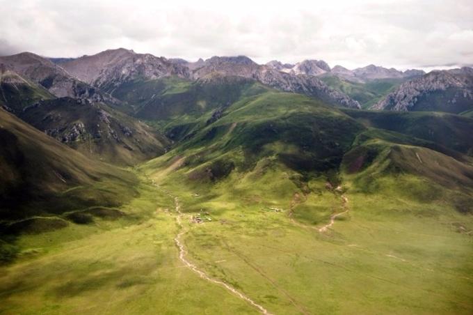 亞洲高山由青藏高原周圍地區組成,儲有的冰量僅次南北極,為恒河、印度河等許多大河流提供水源。 (圖:AFP)