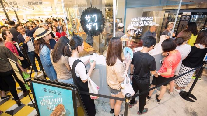 ZAKUZAKU棒棒泡芙於新光三越台中店開出第二家分店。(圖:業者提供)