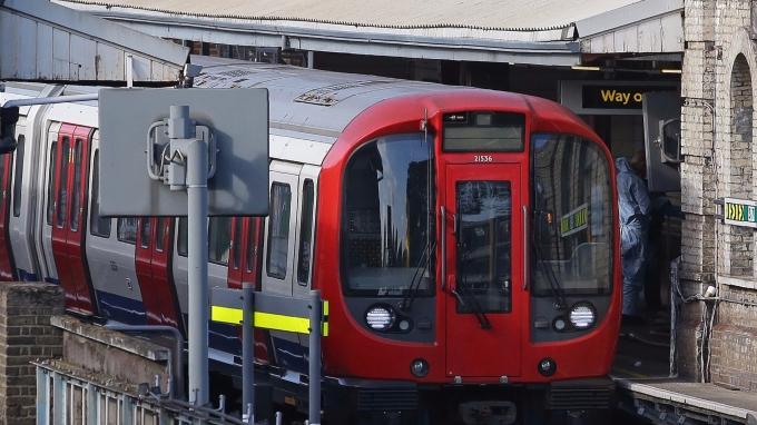 倫敦地鐵傳出爆炸,警方稍早確定是恐攻,數十人受傷。(AFP)