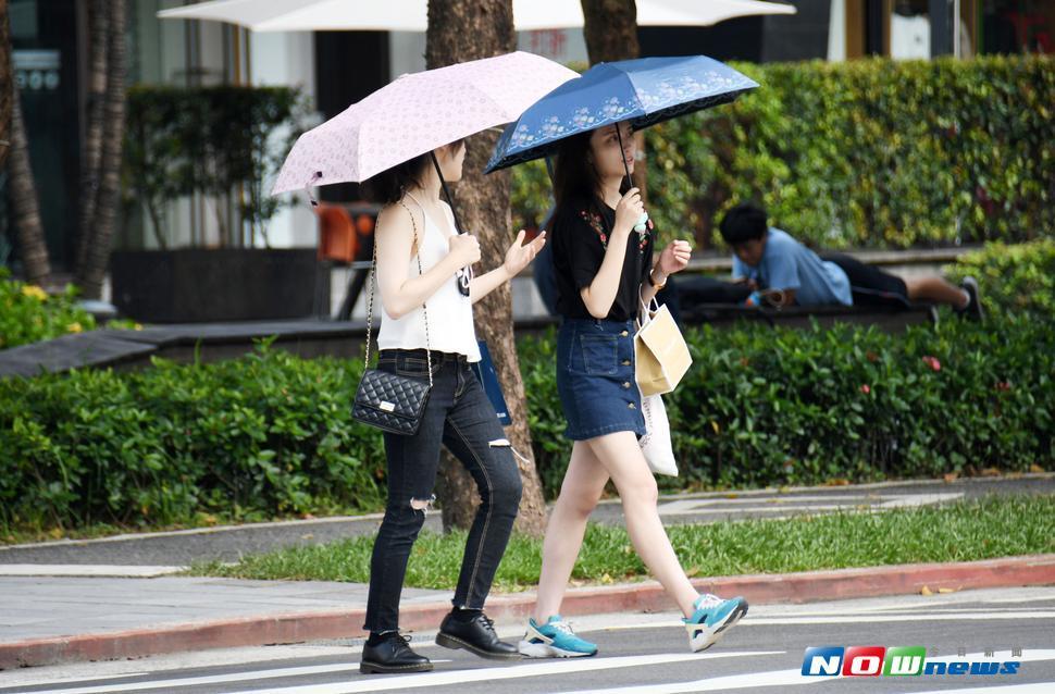 明(16)日台灣各地多為多雲至晴,僅台灣北部、東部有局部短暫陣雨。(圖/NOWnews)