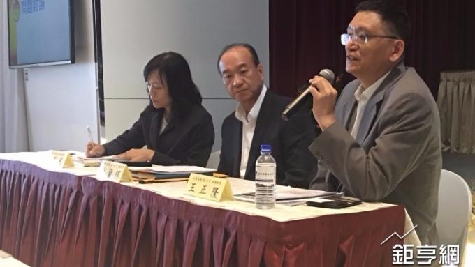 山隆今(15)日舉行法說會,中為總經理俞蘭輝、右為副總經理王正隆。(鉅亨網記者林薏茹攝)