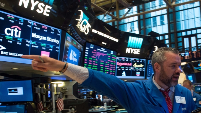 圖:AFP  美國股市週五盤中創新歷史高點