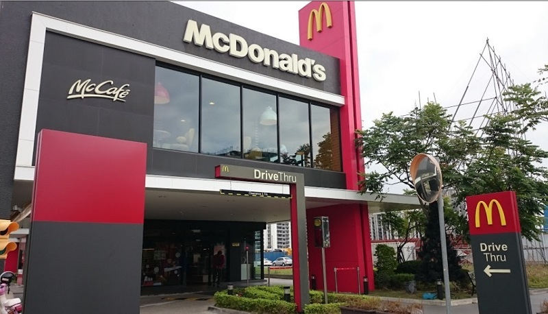 ▲麦当劳员工自曝客人拿利用APP截图换取餐点。(图/翻摄自google map)