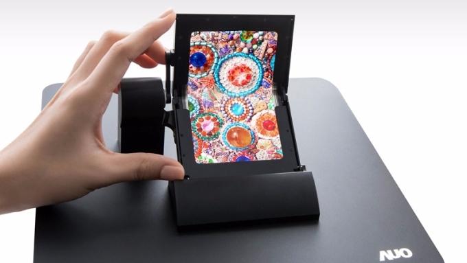 友達5吋摺疊式AMOLED觸控面板。(圖:友達提供)