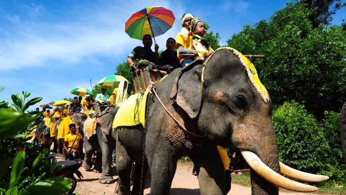 中國旅遊研究院預計國慶中秋8日長假,旅遊市場將接待7.1億遊客,旅遊收入達5900億人民幣。(圖:AFP)