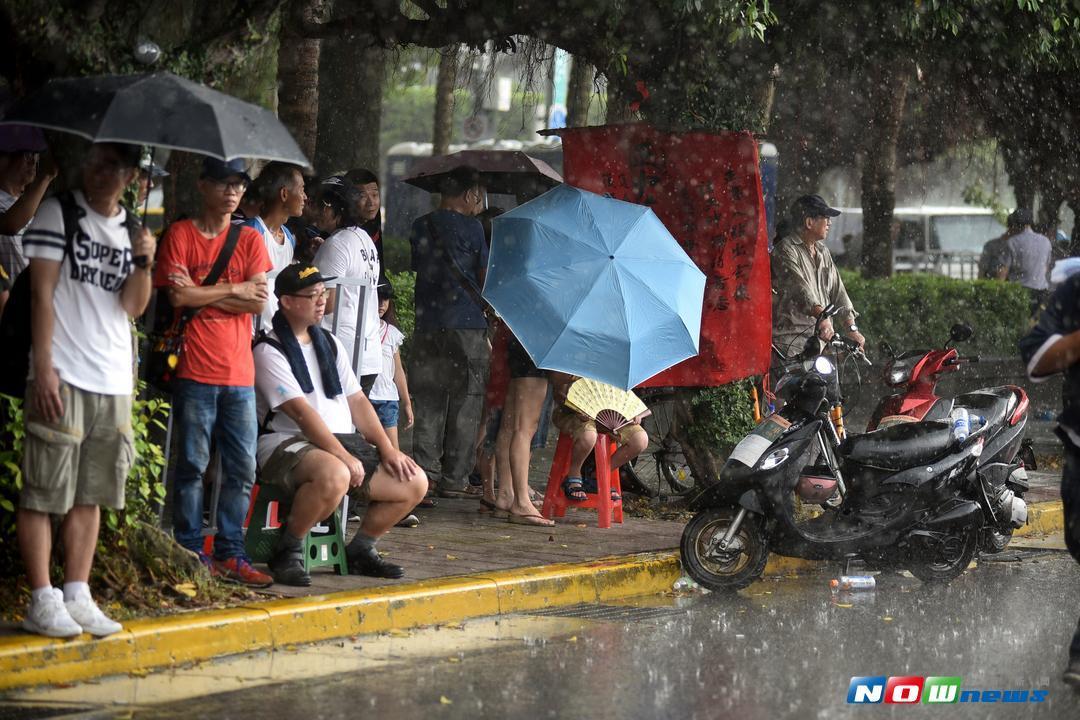 ▲氣象局針對全台11縣市發布豪、大雨特報。(圖/NOWnews)