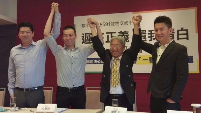 數字科技前董事長廖世芳(右二)、總經理吳聰賢(右一)。(鉅亨網資料照)
