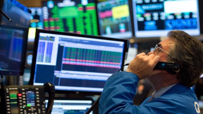 圖:AFP  美國股市週一溫和收低
