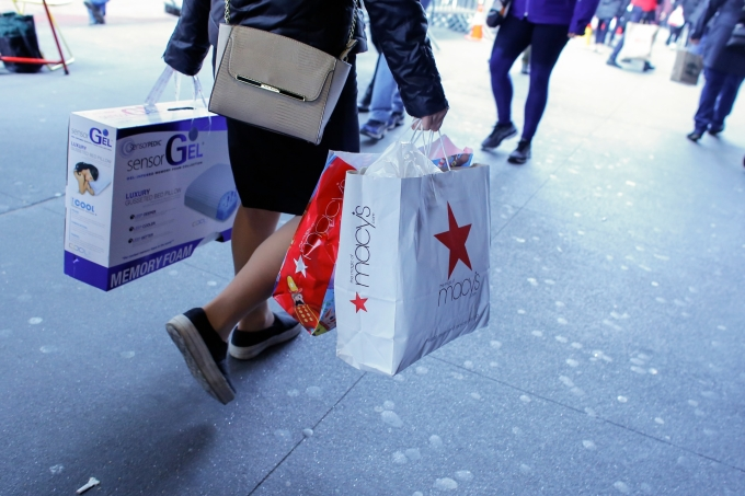 紐約街上的消費人群 AFP