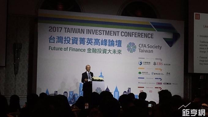 2010年諾貝爾經濟學獎得主克里斯多福皮薩里德斯來台,發表以金融科技(FinTech)為主題的演講。(鉅亨網記者王莞甯攝)