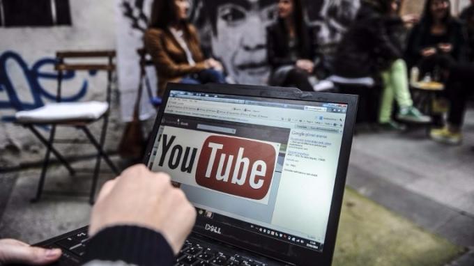 廣告商終止抵制YouTube。(圖:AFP)