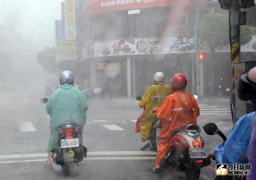 ▲今(13)日受到台风以及东北风的双重影响,豪雨特报持续发布。(图/NOWnews)