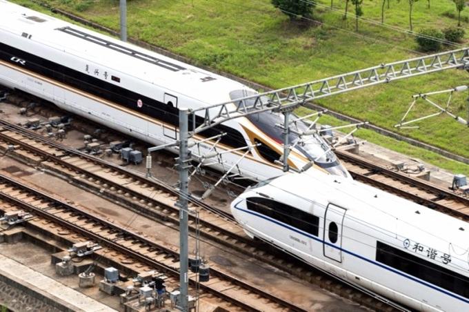 截至2015年末,日本國鐵仍負債17.7兆日元。圖為日本新幹線。 (圖:AFP)