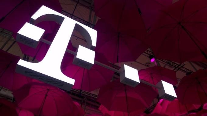 T-Mobile傳最快十月底與Sprint合併。(圖:AFP)