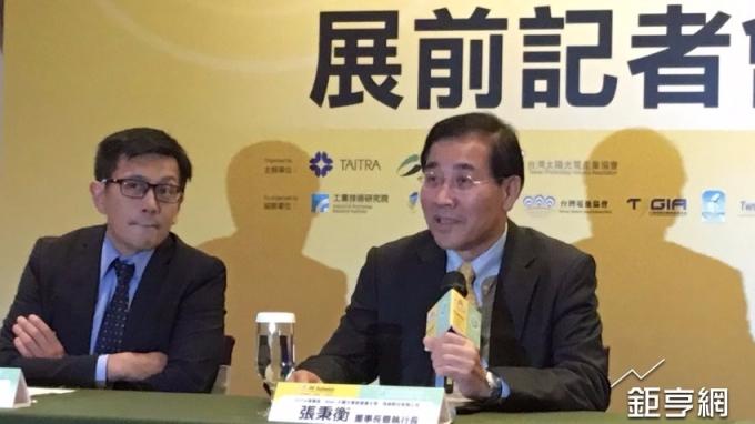 台灣太陽光電產業協會(TPVIA)理事長暨茂迪董座張秉衡(右)。(鉅亨網記者林薏茹攝)