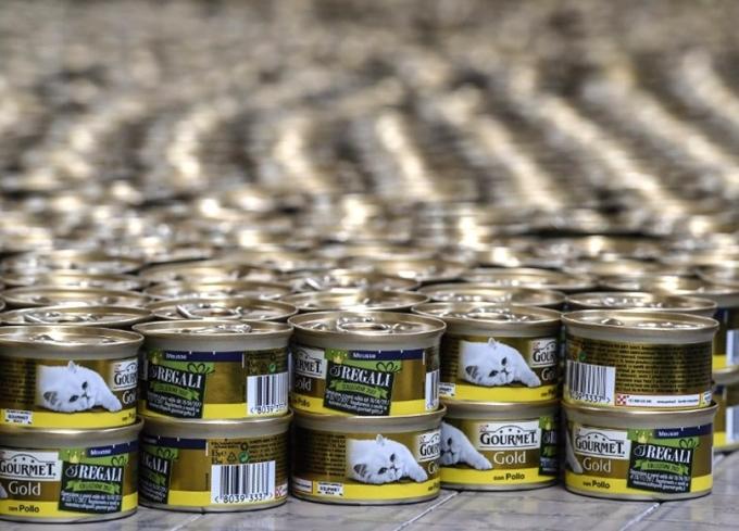 食品區的寵物罐頭。 (圖:AFP)