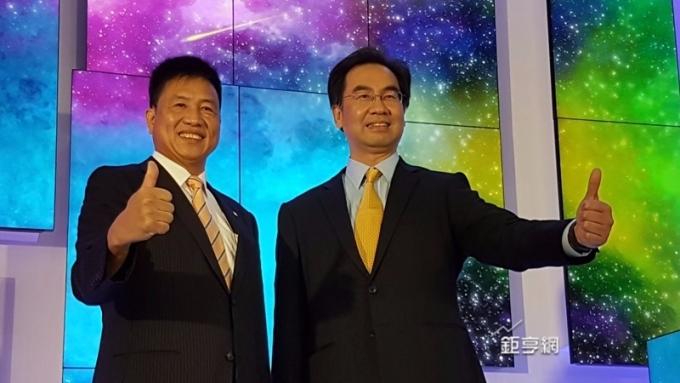 友達法說打頭陣。圖左為友達董事長彭双浪右為總經理蔡國新。(鉅亨網資料照)