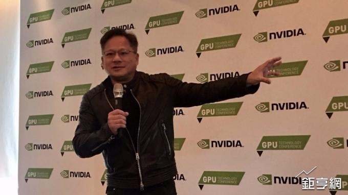 〈輝達技術論壇〉再度強調摩爾定律已屆尾聲 黃仁勳:CPU不可能再擴張