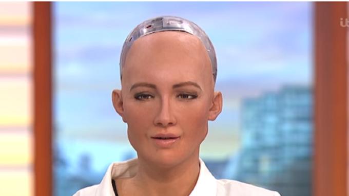 首位獲國籍的女性機器人消遣馬斯克「人不犯我我不犯人」