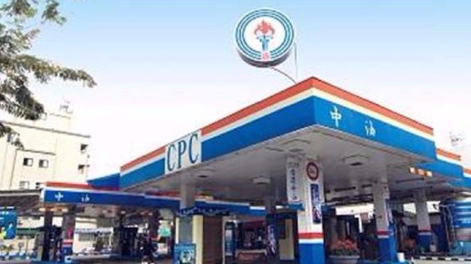中油:國內汽、柴油價格明起各調漲0.2元及0.1元