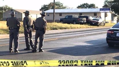 美國德州塞蘭泉教堂槍擊案,造成27人死亡,約30人受傷,死者包括一名2歲兒童。 (圖:AFP)