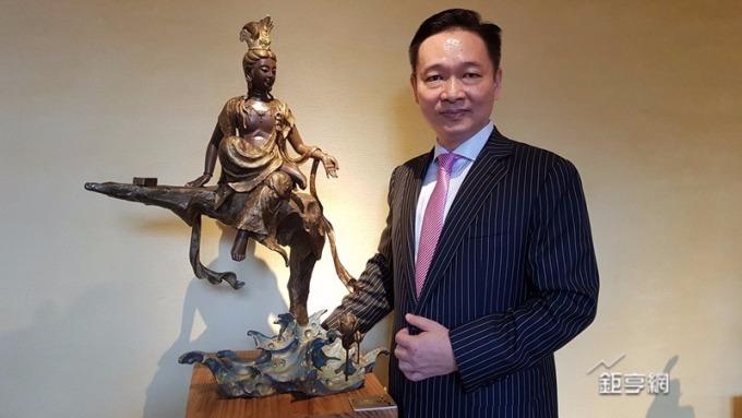 理財暢銷書作家蕭正崗看好藝術投資,小資也能入手。(鉅亨網記者楊伶雯攝)