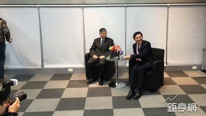 和碩董事長童子賢(右)與執行長廖賜政(左)。(鉅亨網資料照)