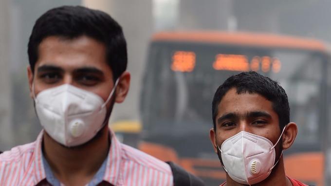 印度首都成毒氣室 2000萬人口形同日抽50支菸。(圖:AFP)