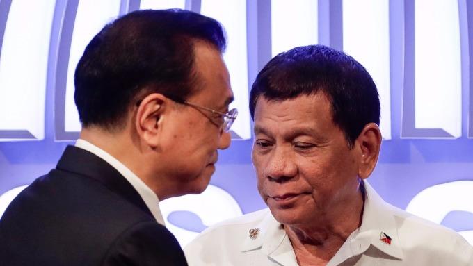 中國總理李克強(左)、菲律賓總統杜特蒂(右)。 (圖:AFP)