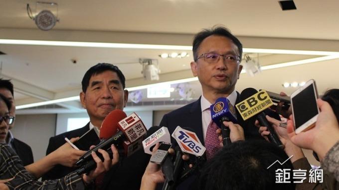 宏碁董事長陳俊聖(右)。(鉅亨網資料照)